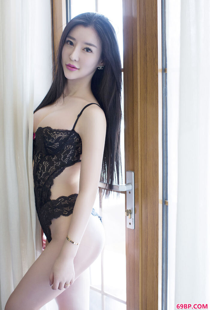 尤果美臀靓女佟蔓大尺度情趣内裤秀_酒店一炮30p