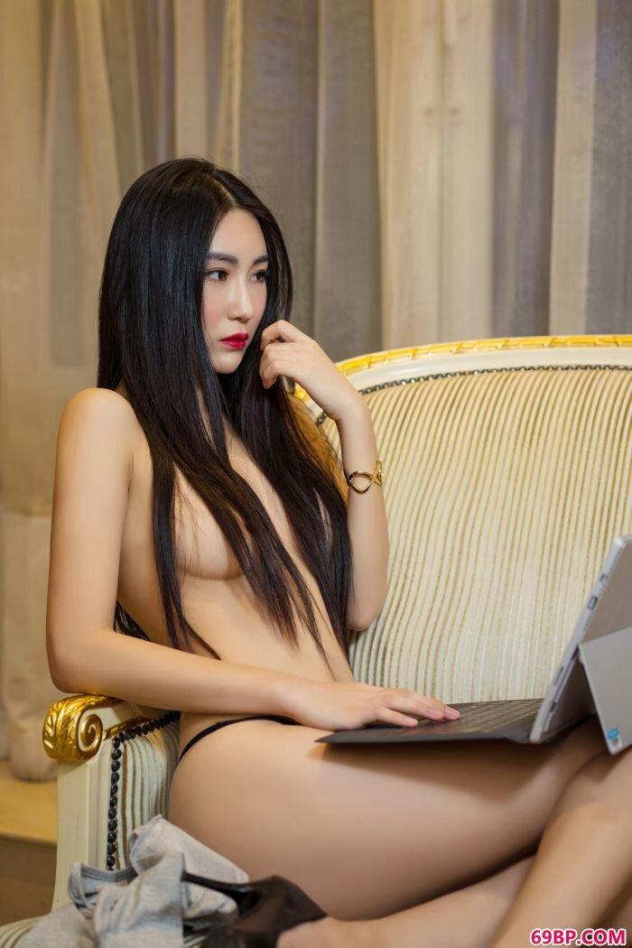 女秘书瑷妮透明装上演最美湿身诱惑_纯情俄罗斯西西人体