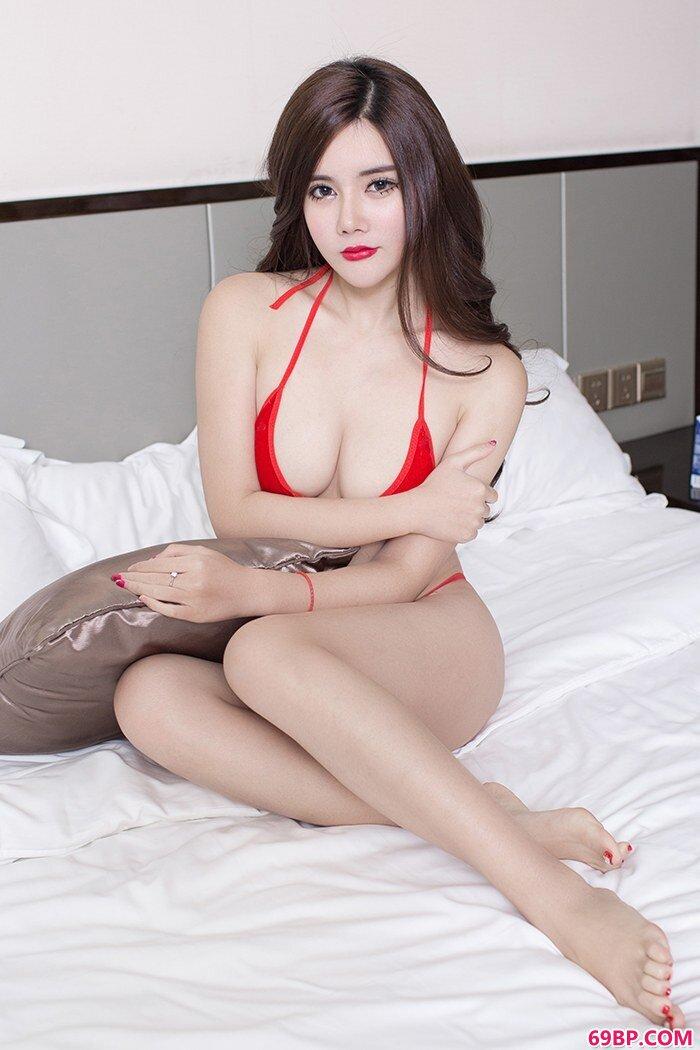 美胸女郎哈南床上婀娜百变红唇勾人_韩国王芳gogo人体艺术