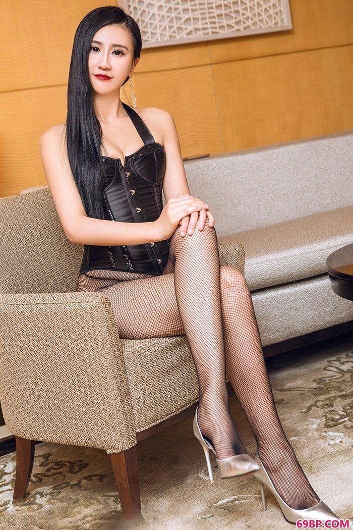 美腿俏佳人琳琳吊带肉丝美胸勾魂_刺激交换26p