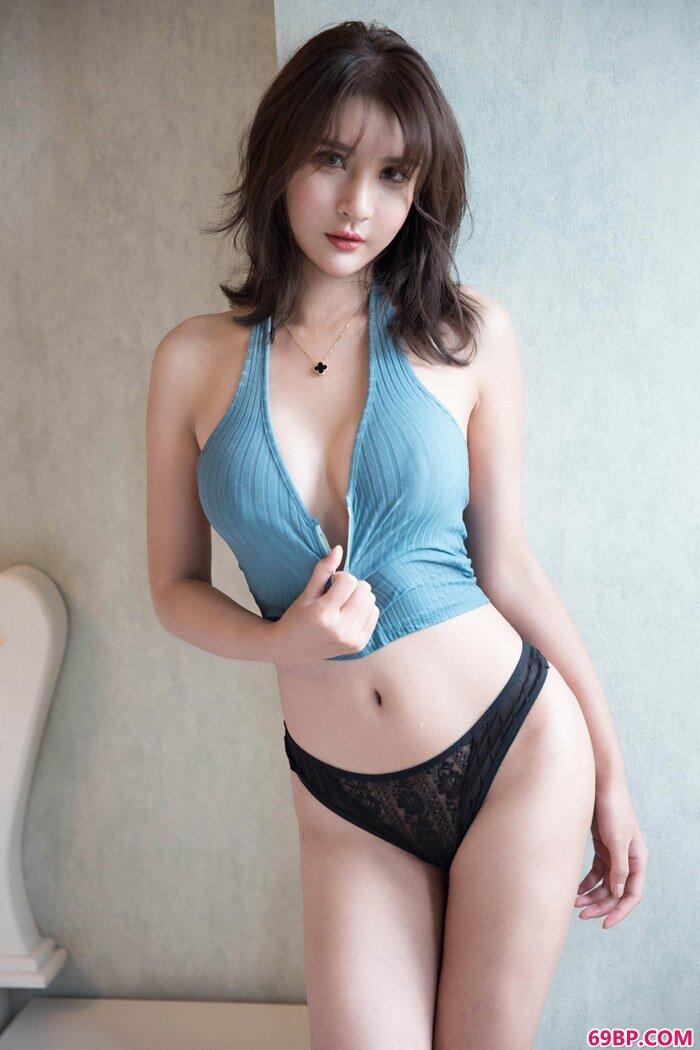 绝色嫩模尹菲解衣露胸呈现浪女胴体_国模白鹭150p04