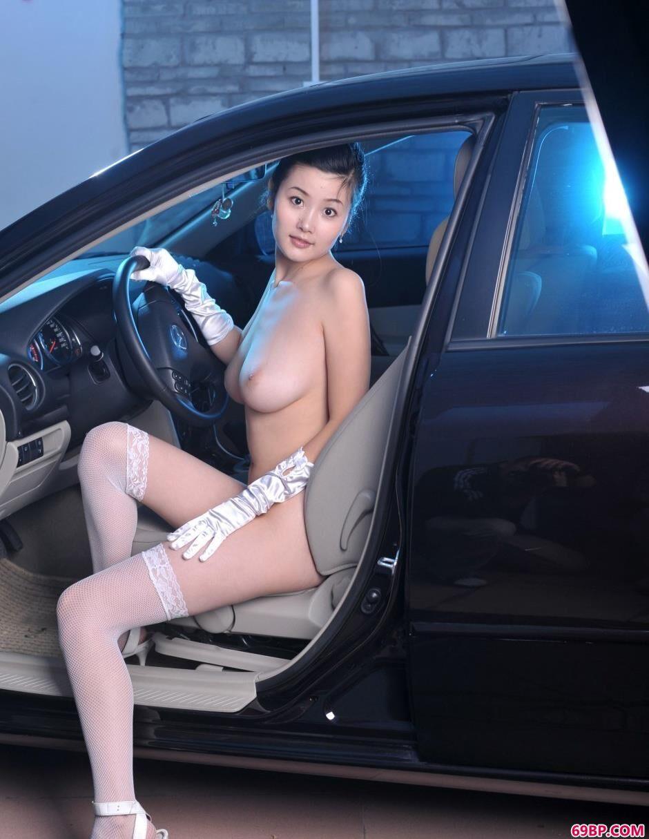 汽车名模丫头G奶人体