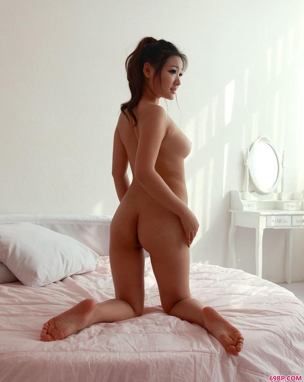 美模雅丝房间里的性感人体