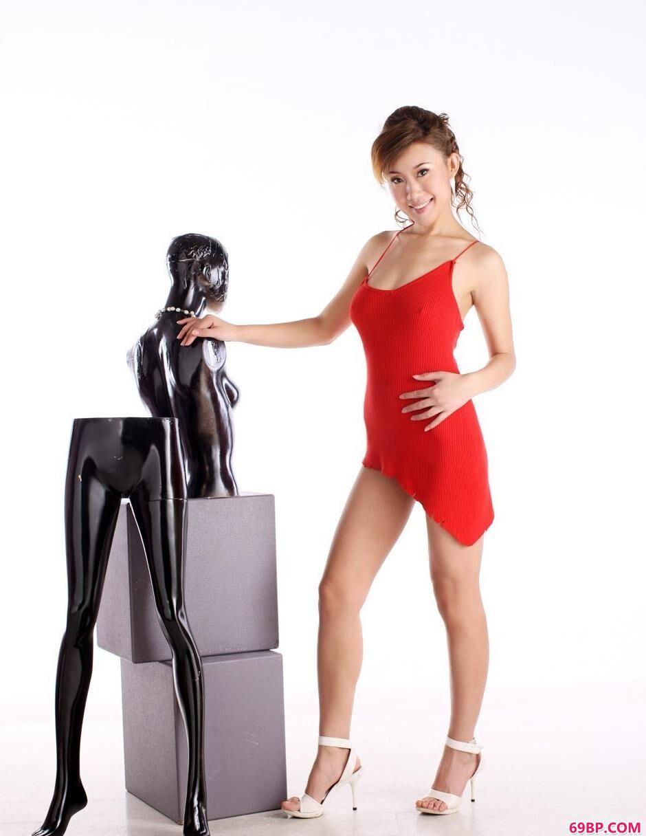 名模蓝依室内与衣模的性感美体,搜国模大胆人体艺术照片