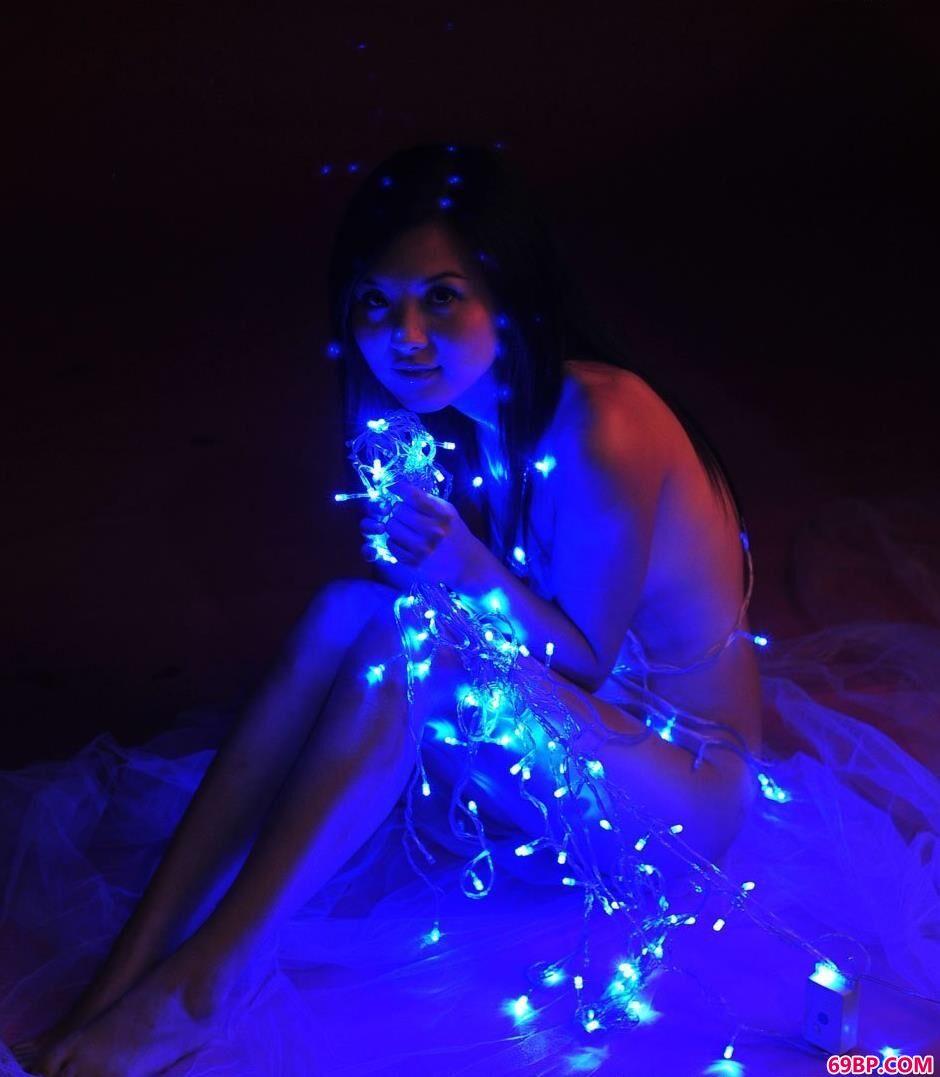 人体张筱雨_嫩模湘湘写真棚里跟彩灯拍人体