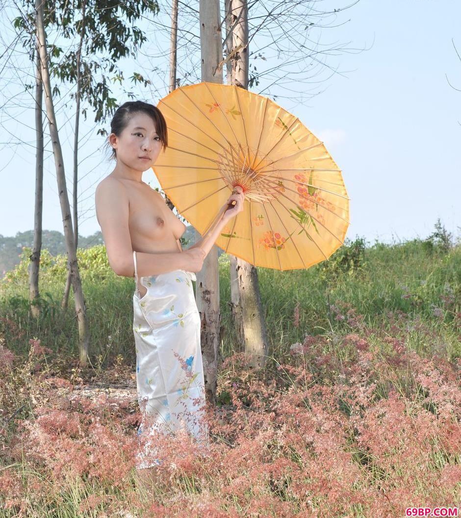 美模蓝雅琦夏日之野外风景,极品美鲍人体艺术