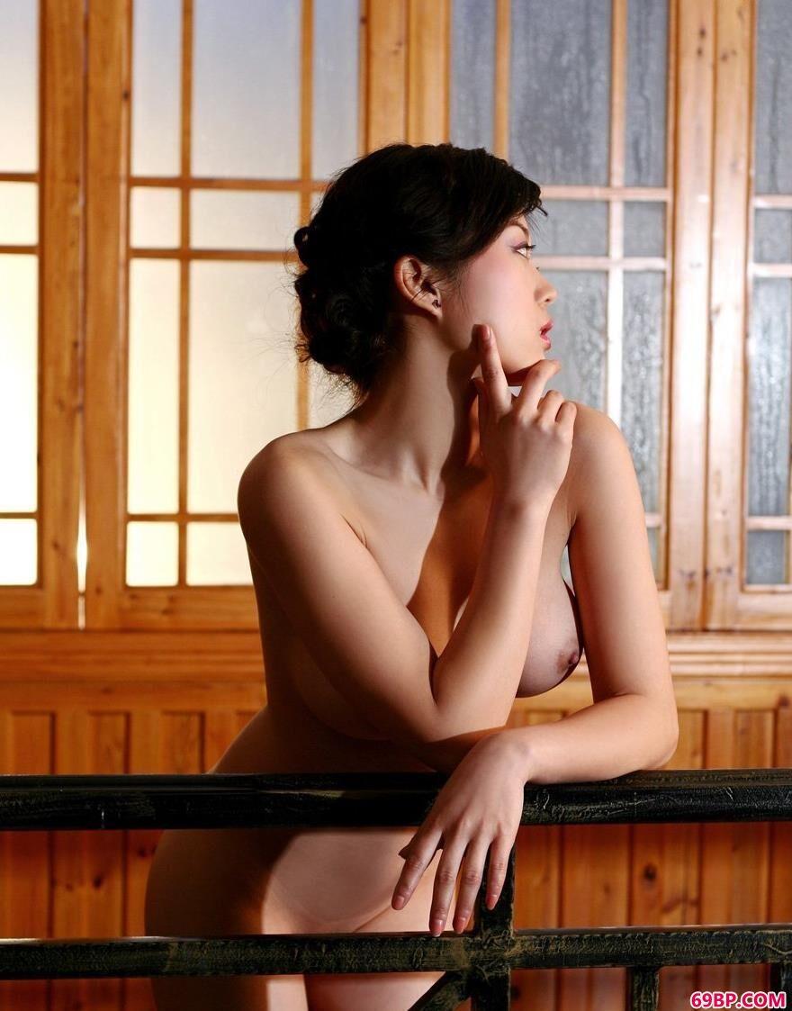 很有中国特色的小屋名模毓惠人体写真2