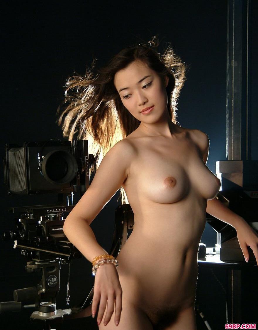 美模小游在放映室里4,人体艺术中国美女