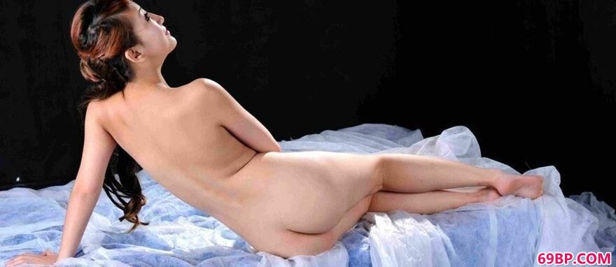 薄纱上的裸模玟玟
