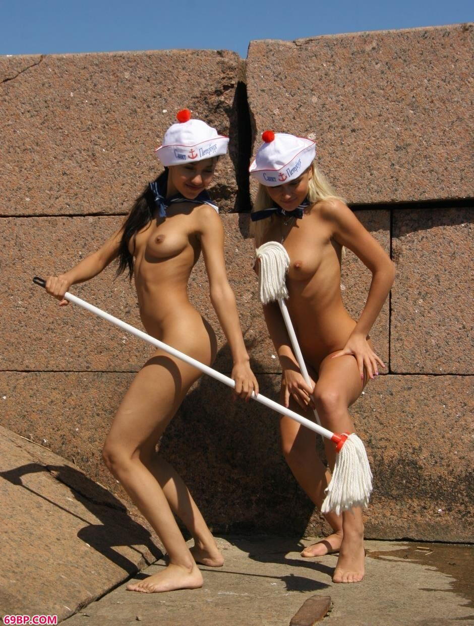 裸模Yana和Lidia广场上的勾魂美体1