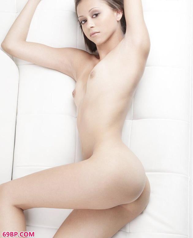 美模卡洛儿白嫩的美体