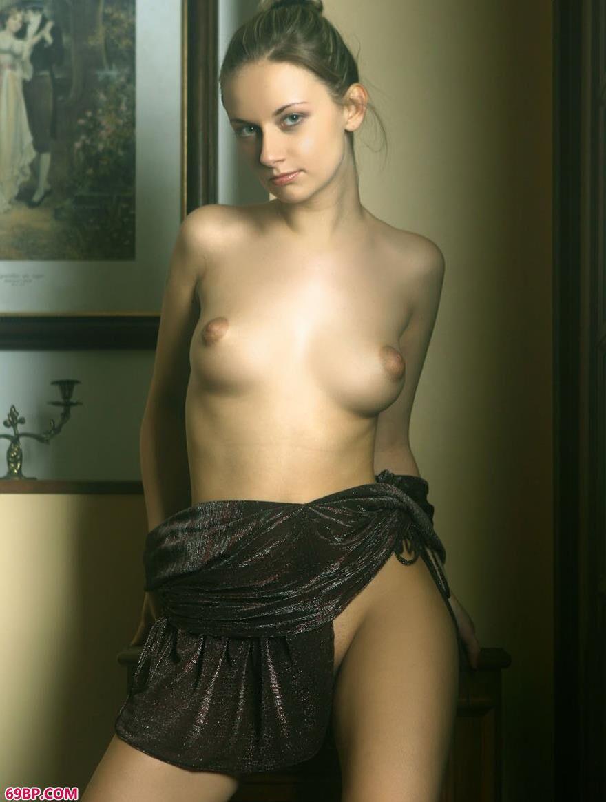 外国靓女琳达室内人体艺术5