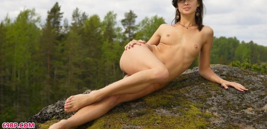 嫩模卡沙纬度61_裸体美女照片