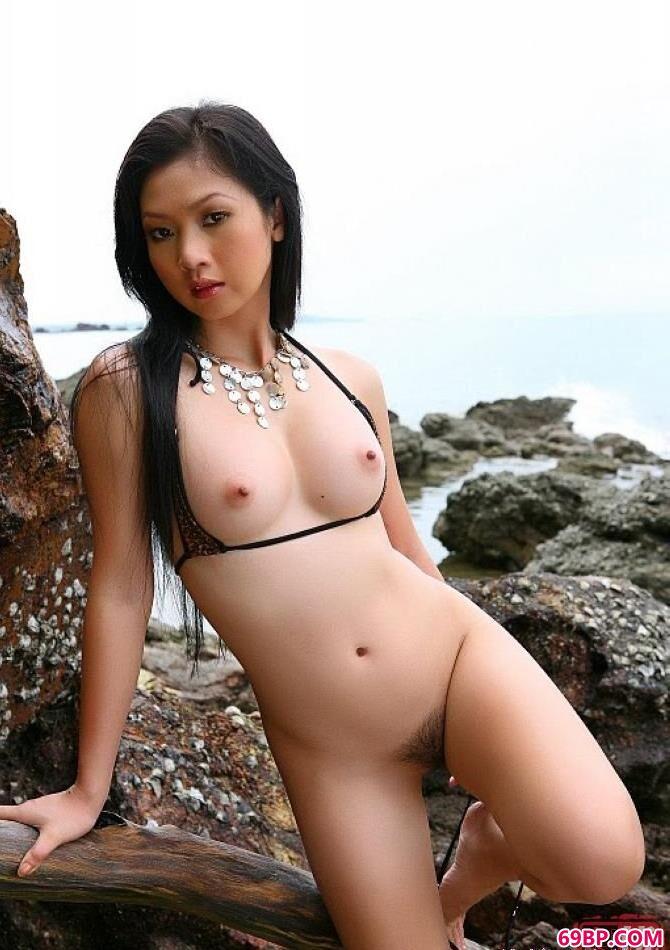 海边礁岩外拍妹子_优优人体摄影图片