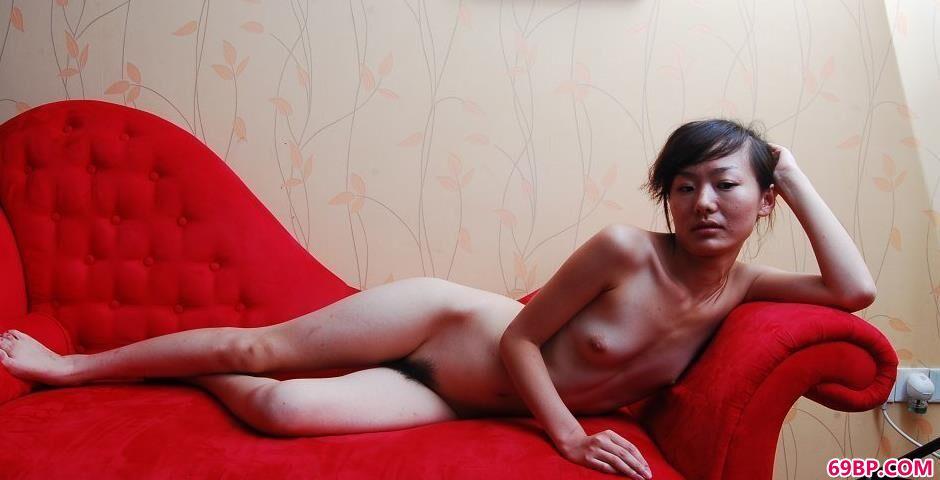 美模乔乔红色沙发上的无圣光人体