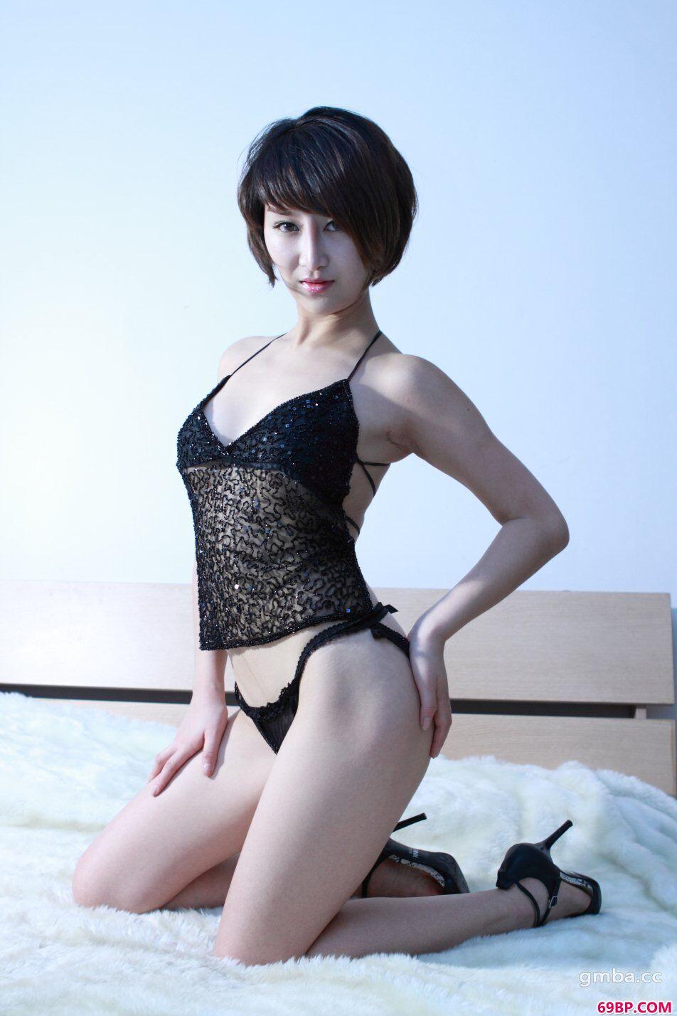 模特玟玟床上高清人体约拍,千人美女人体艺术摄影
