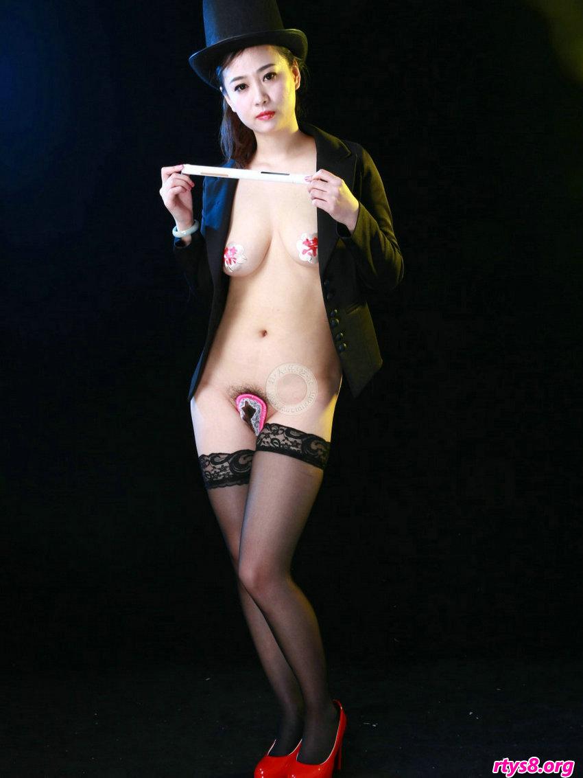 性感女魔术师阿萍穿U字库拍摄摄影