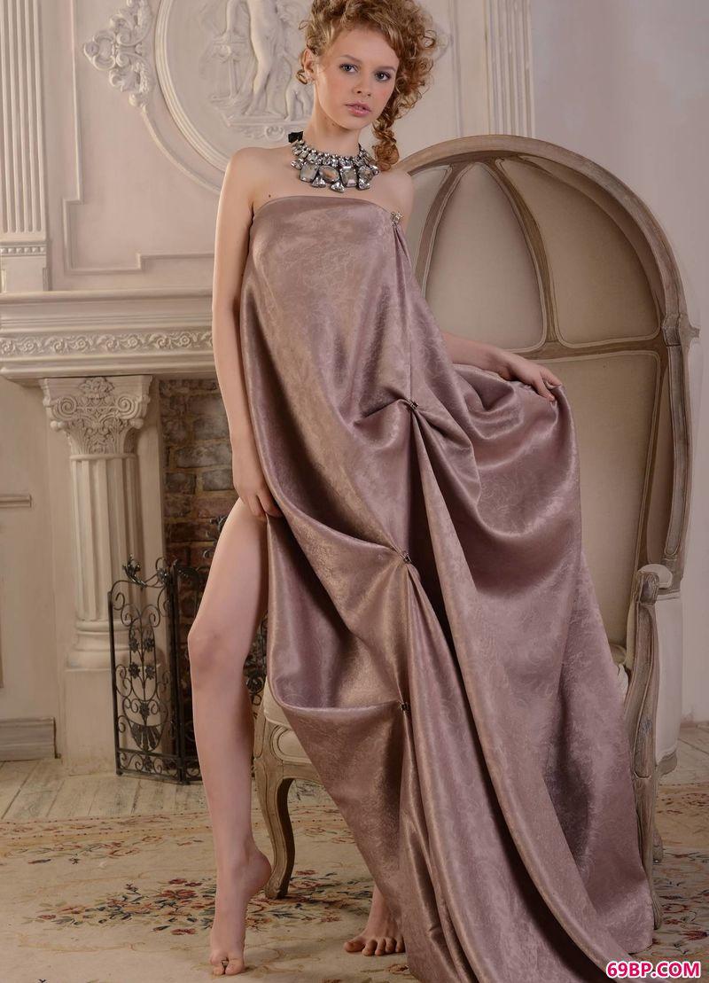 欧洲宫廷美感嫩模Angelika,gogo全球专业高清人体专业图片