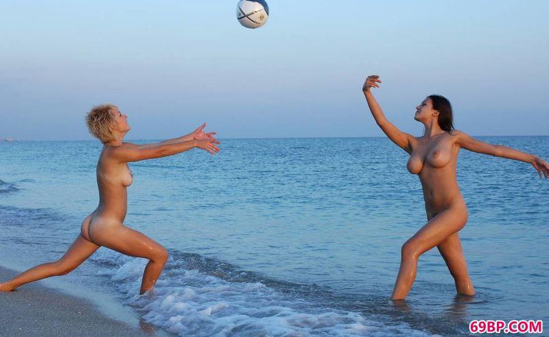 沙滩上的排球女将