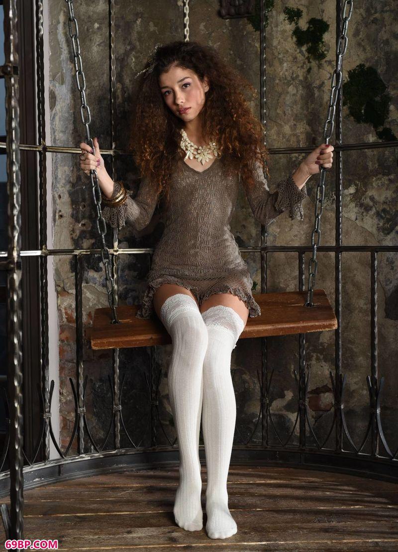 牢笼里的人体美模Cualy,国模吧人体摄影专业网站