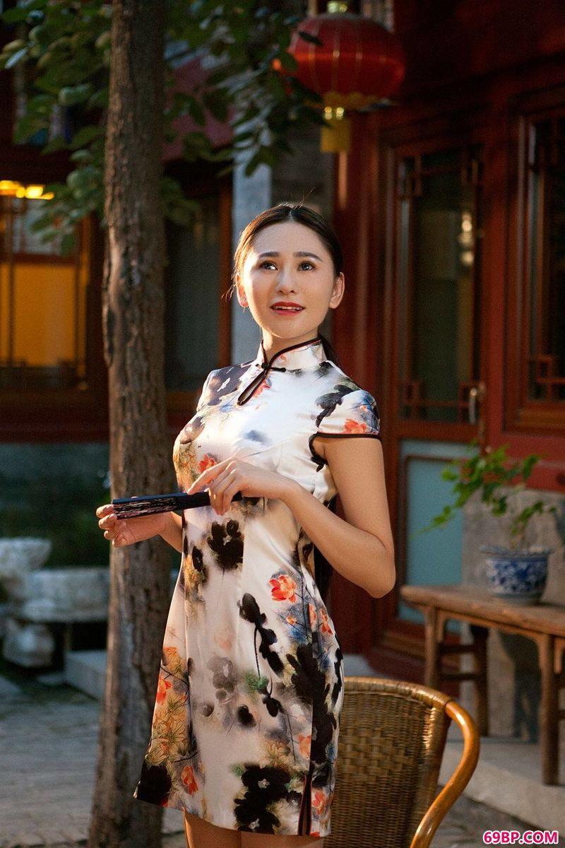 漂亮人体艺术_超模吴沐熙旗袍艺术写照