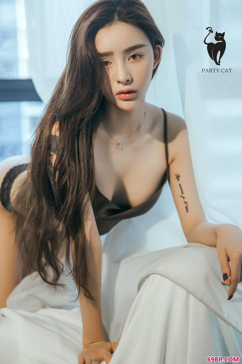 俏皮纹身女郎艺术专辑_gogo欧美人体艺体图片