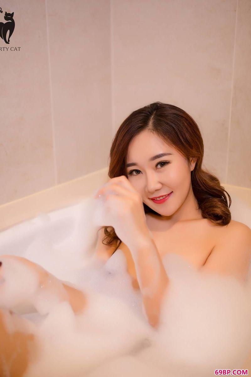 靓女泡泡浴连拍体验_gogort
